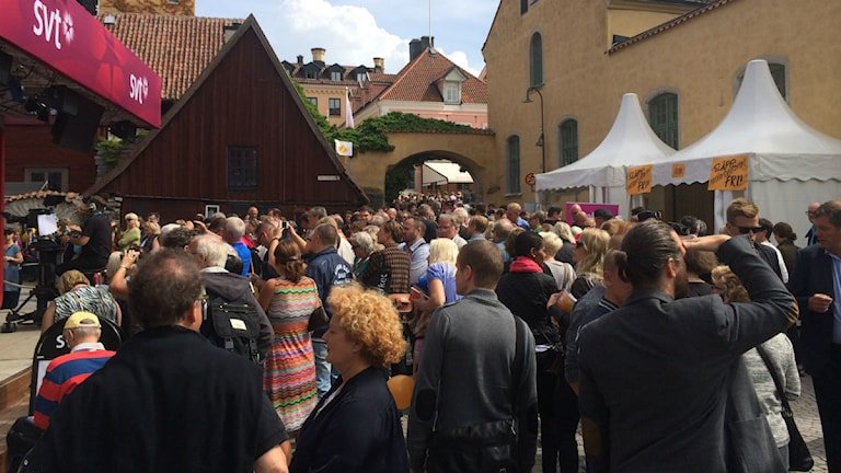 Fullt med folk i Almedalen. Foto: Therese Ekdahl/Sveriges Radio