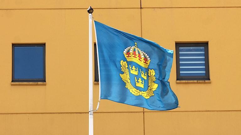 Polis, kronobergspolisen, polishuset Växjö, flagga, genrebild