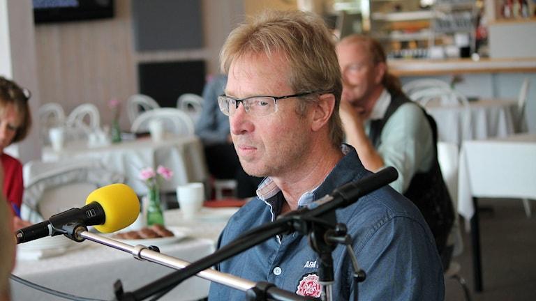 Mikael Jeansson (S) debatterar.