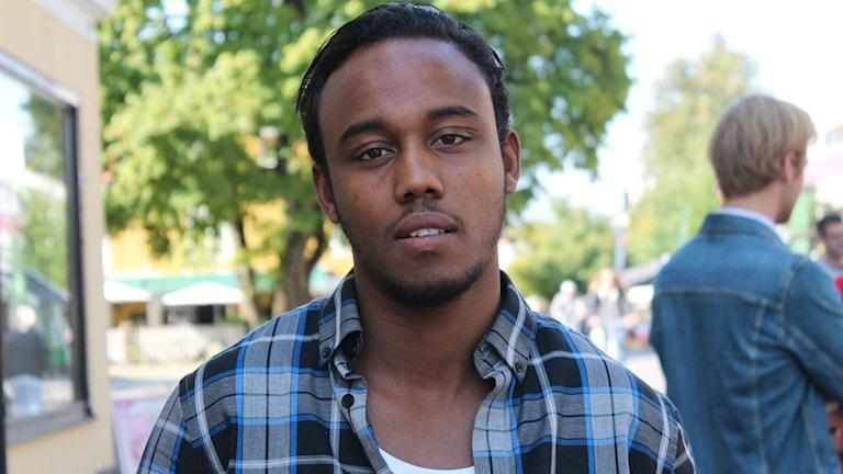 Asad Abdi berättar om fyra låtar som betyder något särskilt för honom. Foto: Emma Kvennberg/Sveriges Radio