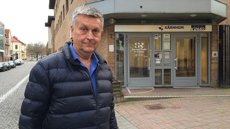 Arne Runehagen utanför radiohuset. Foto: Petra Ekelöf/Sveriges Radio