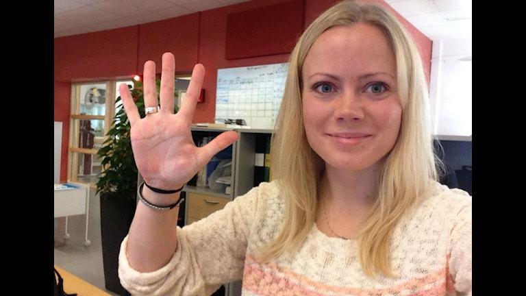 Emma Kvennberg gör en klassisk selfie.
