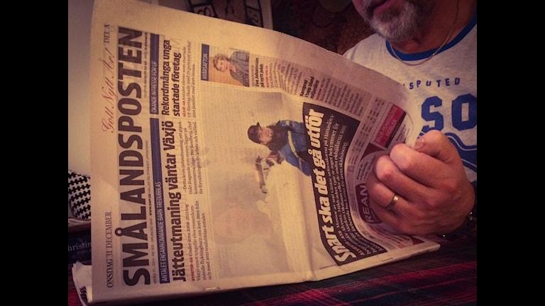 Att läsa papperstidningen vid köksbordet är något som allt färre gör idag. Foto: Elisabeth Anderberg/Sveriges Radio