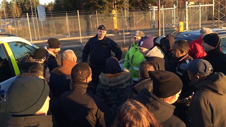 Polisen är på plats för att ta upp anmälningar. Foto: Per Brolléus/Sveriges Radio