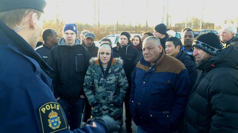 Personerna på plats var besvikna. Polisen tog upp anmälningar. Foto: Lars-Peter Hielle/Sveriges Radio