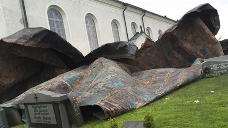 Taket på Vederslövs kyrka blåste ner i stormen Egon. Foto: Marianne Greip/Sveriges Radio