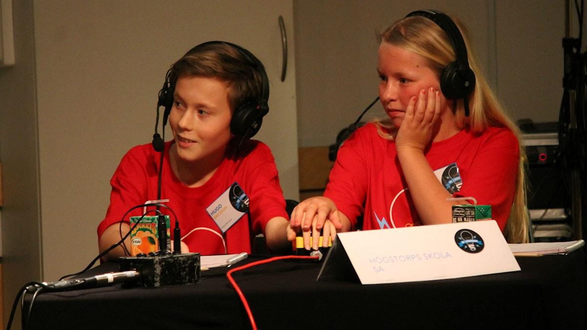 Hugo Ericsson och Elin Johansson är redo att trycka på knappen! Foto: Emma Kvennberg/Sveriges Radio