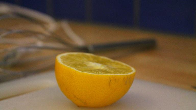 En halv citron ingår i receptet.