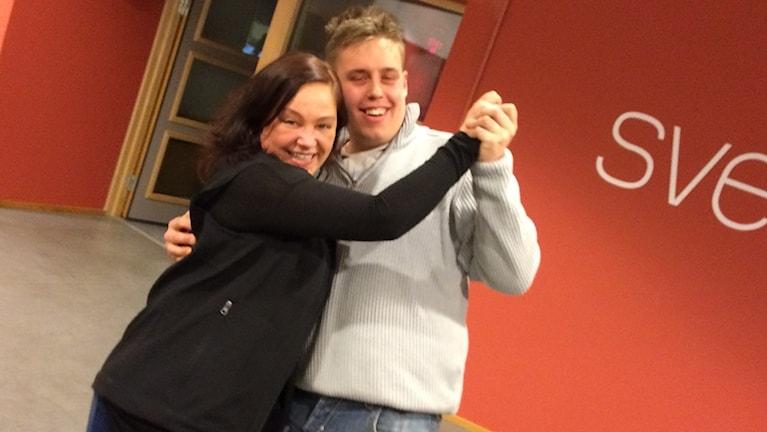 Petra Ekelöf och Jerry Klintin i en dans. Foto: Per Brolléus