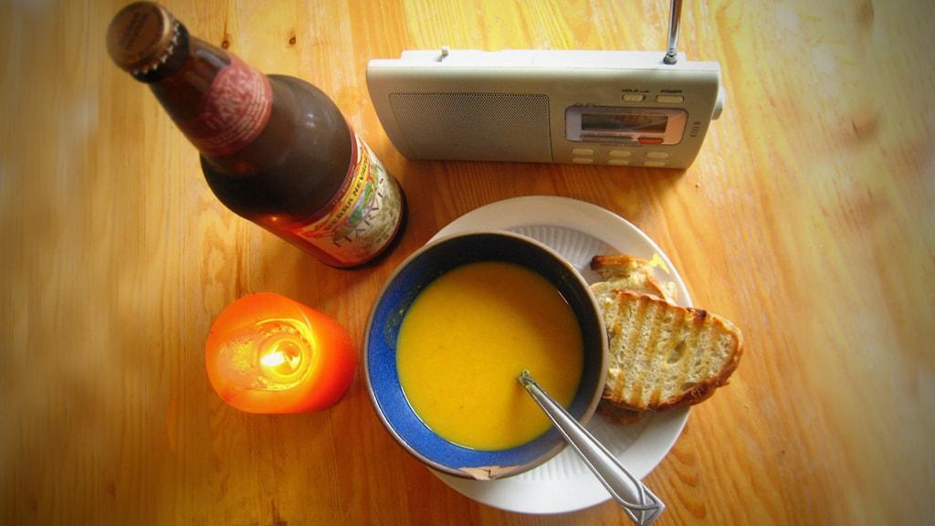 Frukost vid radion.