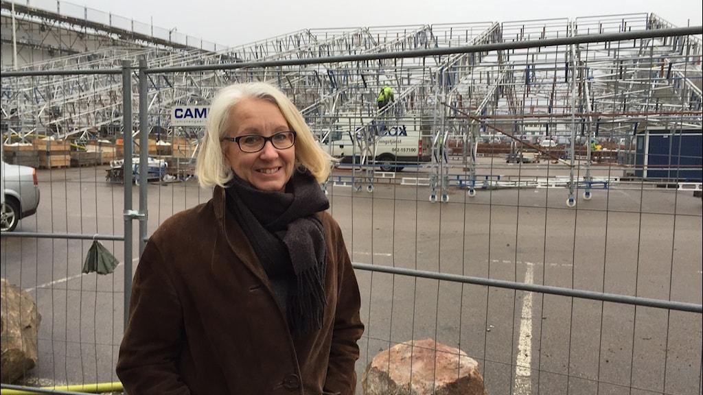 Under ett antal månader kommer man bara se ett stort tält, säger projektledaren Lotta Hofflander om bygget av Ikeamuseet. Foto: Peje Johansson/Sveriges Radio