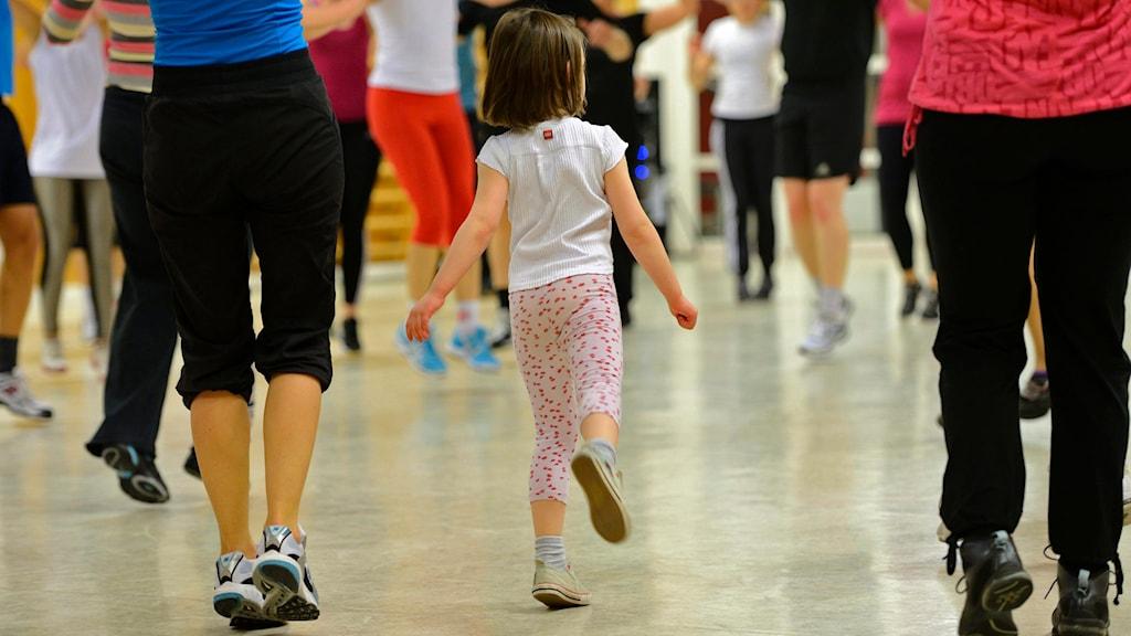 Barn som tränar.