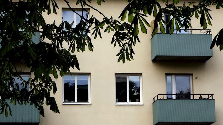 Fasaden på ett hyyreshus. Foto: TT