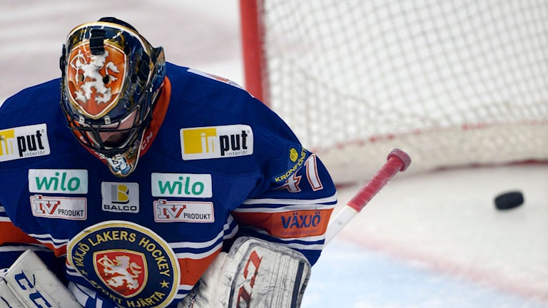 Växjö Lakers Christopher Nihlstorp släpper in 0-1 i SM-final 6 mot Skellefteå. Foto: Pontus Lundahl/TT