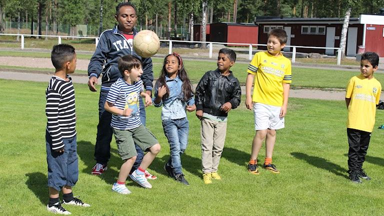Barn som spelar fotboll i Alstermo IF. Foto: Anna Tigerström/Sveriges Radio