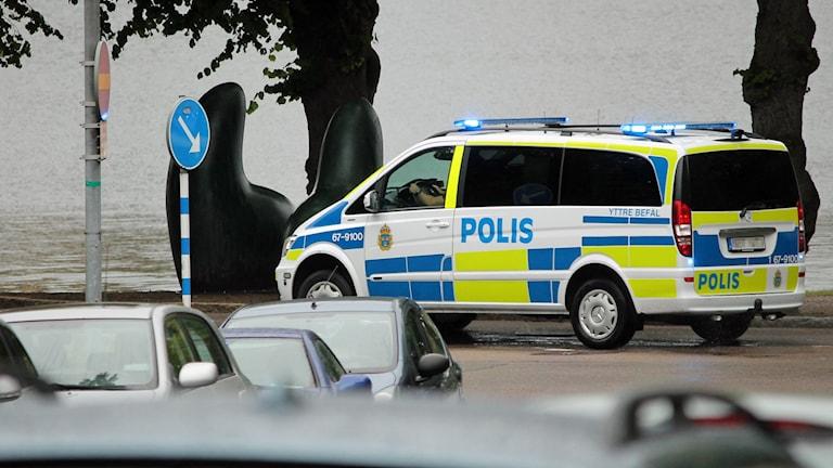 Polis, utryckning, polisbuss, blåljus