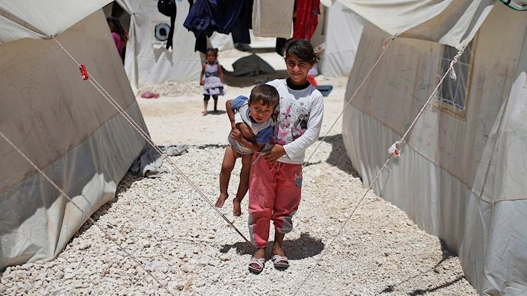 Barn från Syrien på flykt.