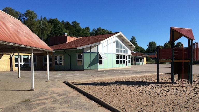 Här ser man en del av Hjortsbergskolan som ska rivas.