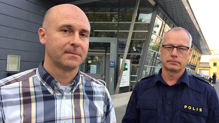 Henrik Jonasson och Robert Loeffel vid polisen i Kronoberg. Foto: Per Brolléus/Sveriges Radio