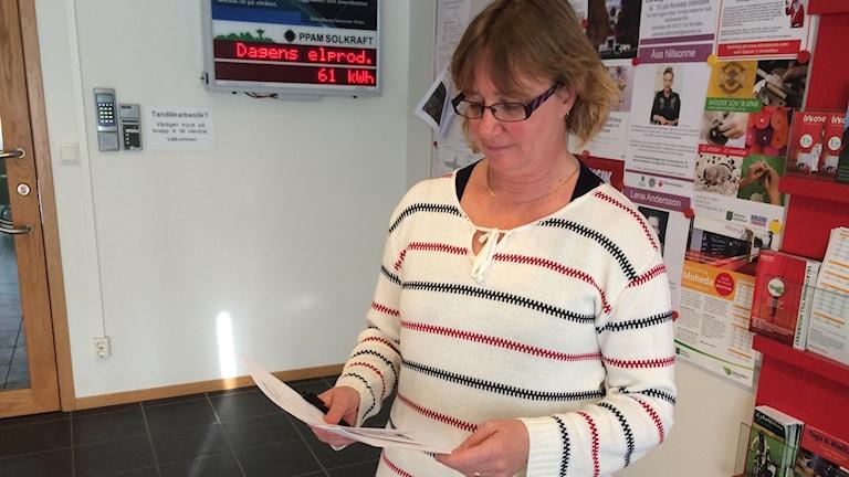 Carola Gunnarsson på Alvesta kommun läser ur klagomålen som kommit in.