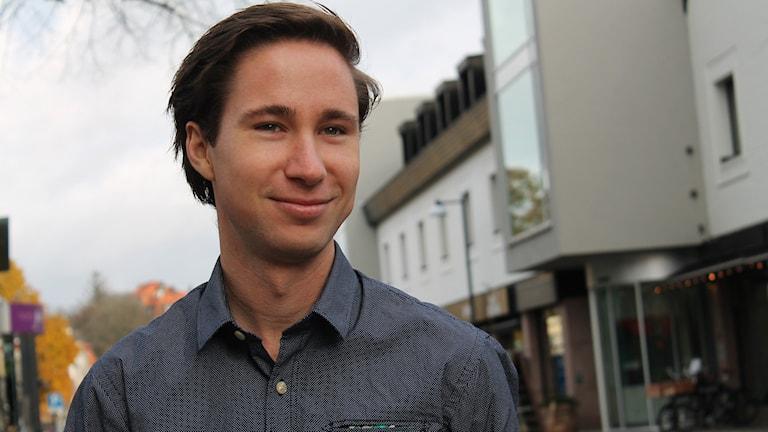 Johan Nilsson står på Västergatan i Växjö.
