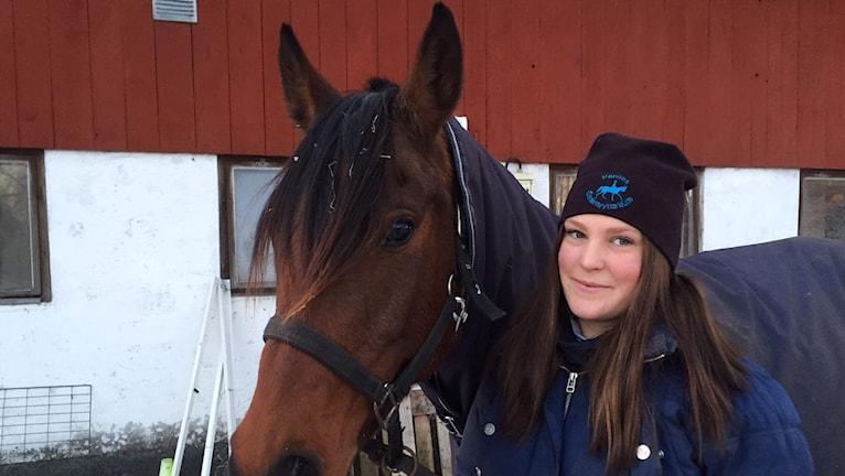 Distansryttaren Sara Henriksson i Agunnaryd och hennes häst Elepolda. Foto: Peje Johansson/Sveriges Radio