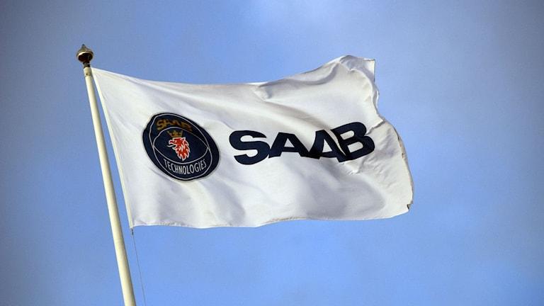 Fladdrande Saab-flagga
