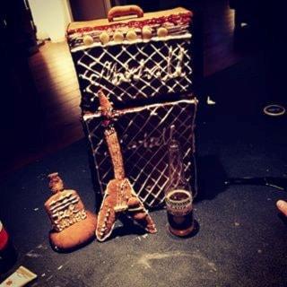 """Ett """"pepparkakshus"""" i form av instrument"""