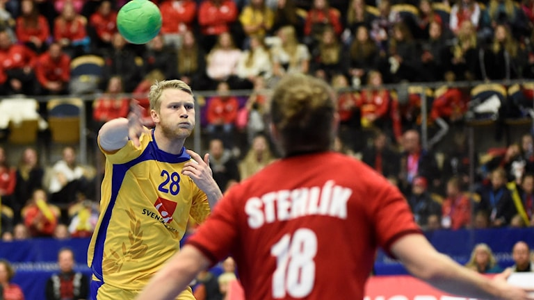Philip Stenmalm i måndagens handbollslandskamp mellan Sverige och Tjeckien inför EM i Polen.