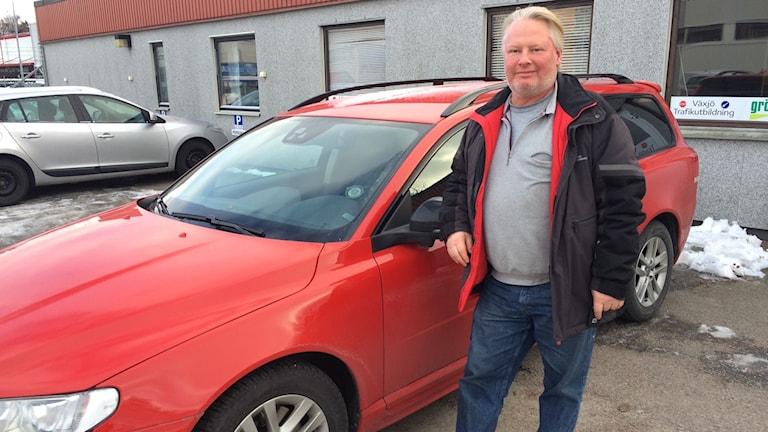 Pelle Eckerström på Växjö trafikutbildning märker att intresset för att ta automatkörkort har ökat. Han är glad över att fler personer på så sätt får en större frihet i vardagen