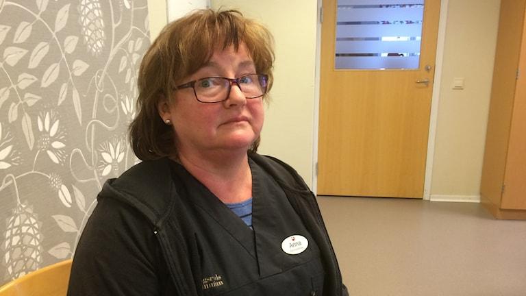 Distriktsköterskan Anna Medin tycker att Tingsryds kommuns förslag att lägga ner äldreboendet Lindegården är sorgligt.