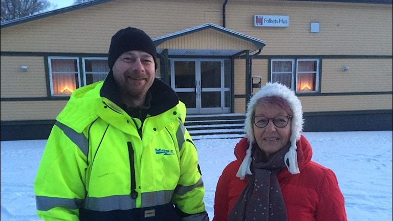 Peter Johansson och Gun Gunnarsson utanför Folkets Hus.