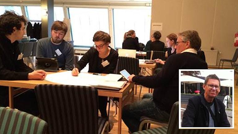 En inklippt bild på Lars Edqvist och miljöpartister som diskuterar.