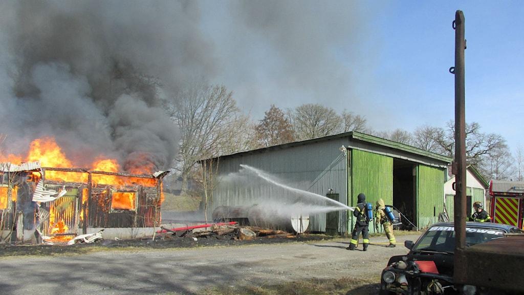 Ladugård totalförstörd i brand