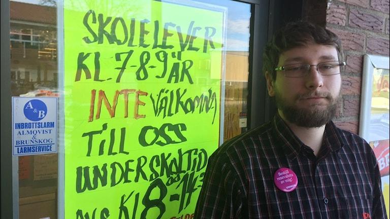 Philip Johansson, en av delägarna i Ica-butiken i Lagan. Foto: Peje Johansson/Sveriges Radio
