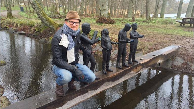 Fredrik Sandblad med bronsfigurer