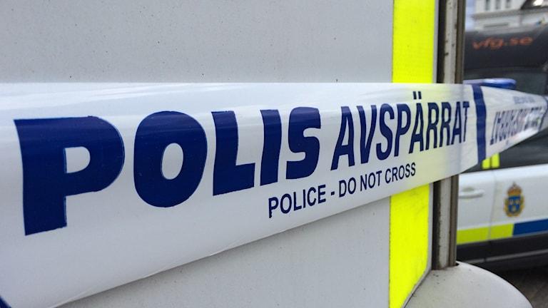 Ett avspärrningsband uppsatt av polisen.