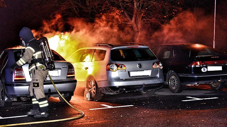 Bil brinner på Araby