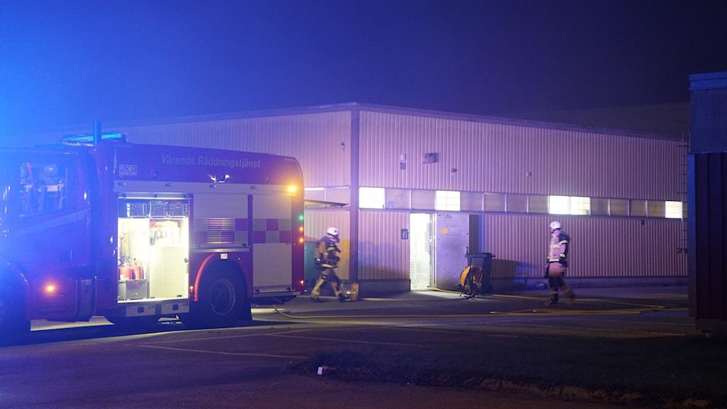 Brandbil utanför industrin i Alvesta.