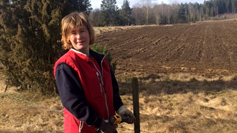 Cecilia Engström, Vislanda är lantbrukarnas representant i viltförvaltningsdelegationen. Står vid en hage.