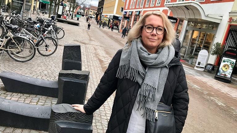 Kvinna på Storgatan i Växjö