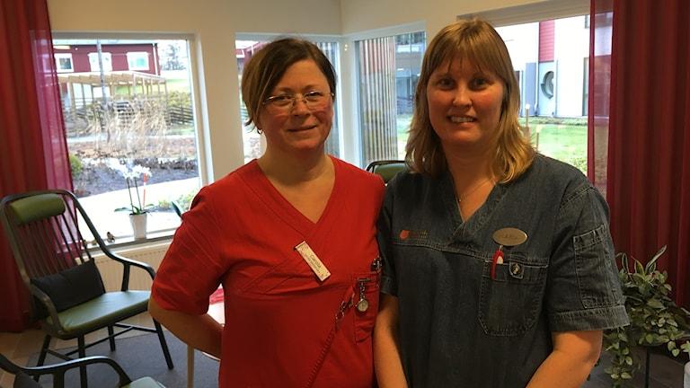 Carola Silfver och Maria Karlsson som jobbar på äldreboendet Örnen i Tingsryd