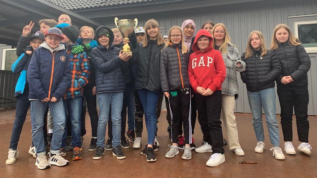 Sandsbro skola klass 5F har fått hem sin pokal.
