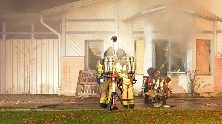 Brand i byggnad i Sandsbro på fredagen.