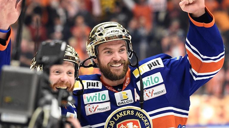 Noah Welch jublar efter säkrat SM-guld 2015.