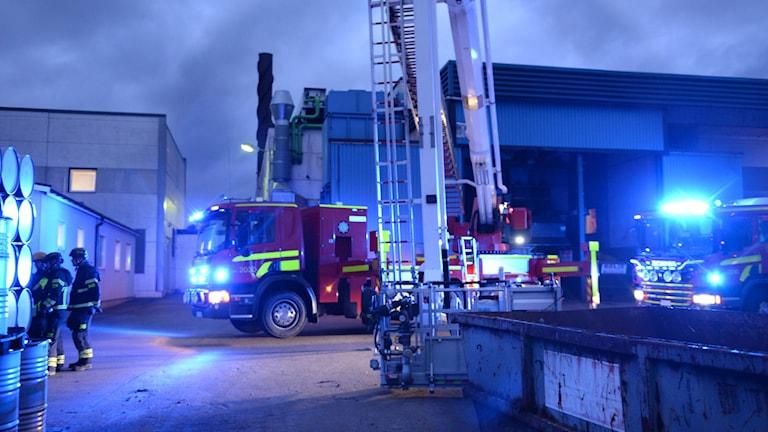 Brandbilar utanför industri i Ljungby.