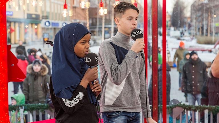 Hamza Masovic och Nadra Ali Awil från Centrumskolan i Växjö