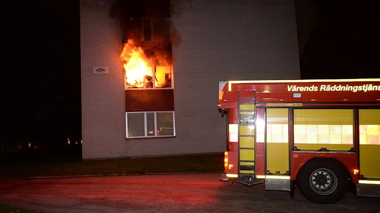 Lägenhet i brand på Nydalavägen.