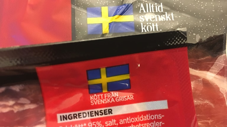 Svensk flagga på bacon från Nederländerna och Polen
