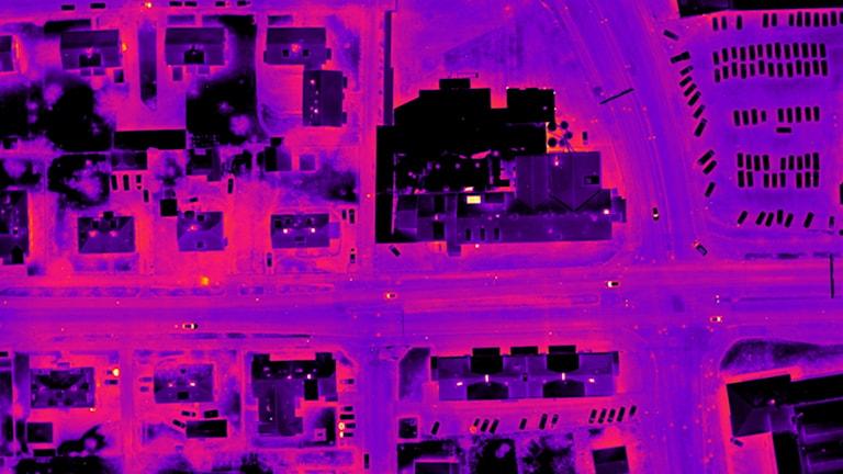 Växjö Storgatan fläckvis rosa och svart.